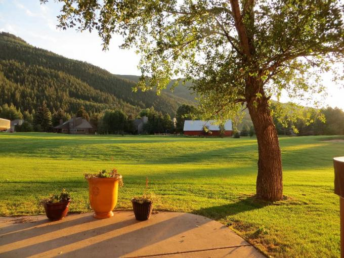 Luxury Home Ideal Location for Vail & Beaver Creek- Golf Course - Hot Tub View