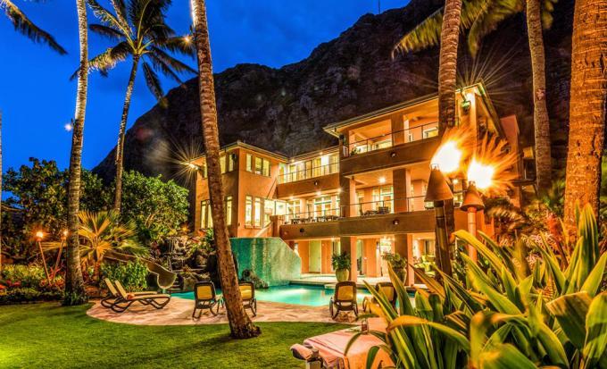 Royal Hawaiian Oceanfront Beach Estate Oahu