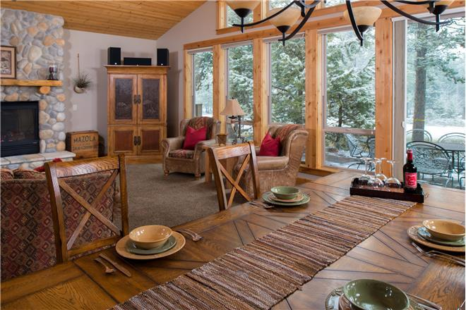 Sunriver vacation rental: 5 Vine Maple - 6BR Home + Private Hot Tub
