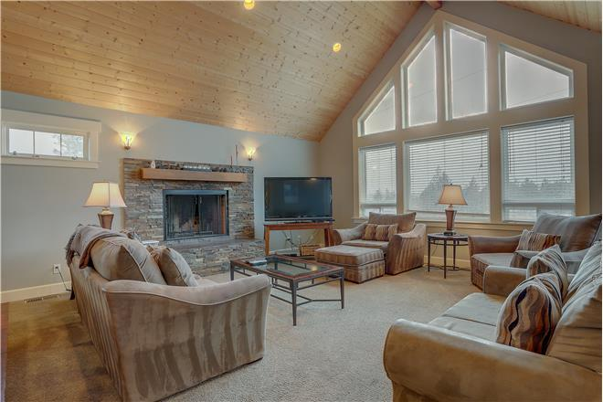 Five Peaks - 5BR Home + Private Hot Tub