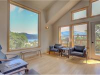 Hood River vacation rental: Hutson's Bridgeview - 4BR Home + Private Hot Tub