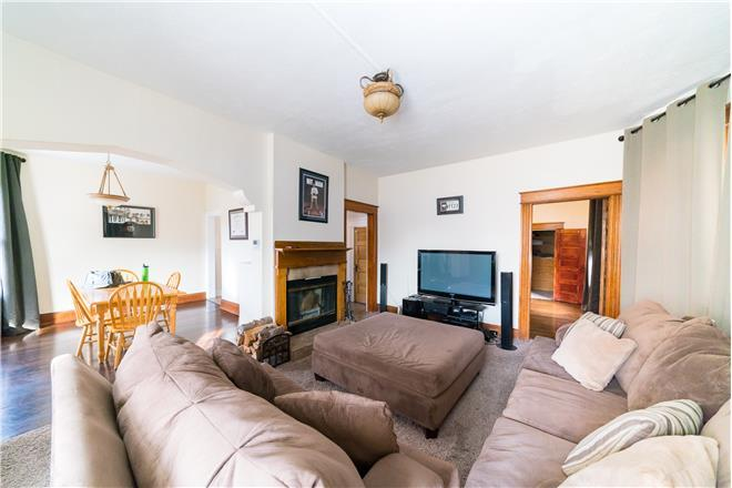 Green St Adorable Downtown Bungalow - 3BR Home