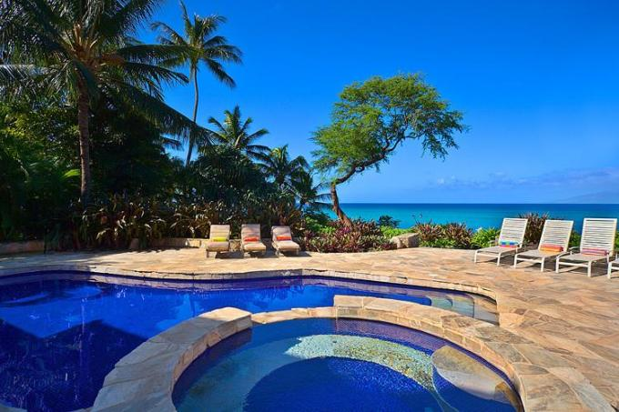 Kahana vacation rental: Ocean House plus Ohana - 6BR Oceanfront Home