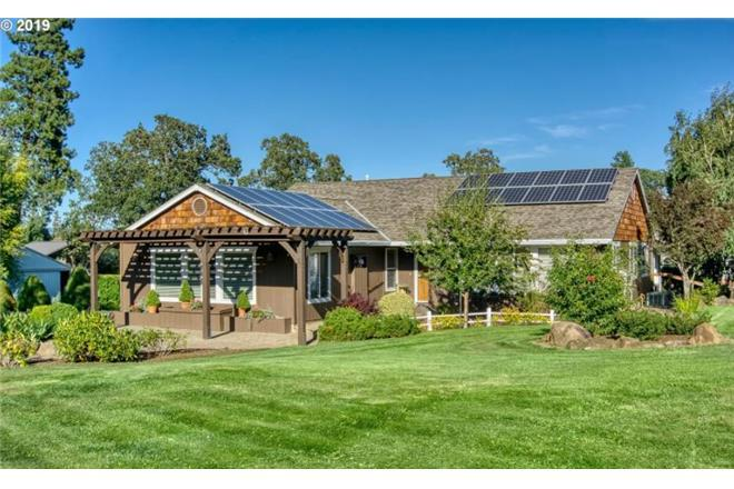 Hood River vacation rental: Sunset Farm - 4BR Home Mountain View